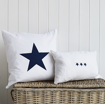 White and navy together is such a gorgeous and striking combination in a nautical styled home