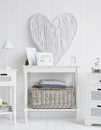 Use natural materials as wall decor. This natural heart is easy o thang and very afforable, each piece being different due to the uniqueness of hand made pieces