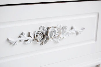 close image of Rose white handle